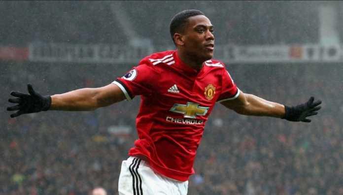Pelatih Jose Mourinho ungkap alasan jadikan Anthony Martial sebagai pilihan ke tiga di Manchester United.