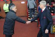 Jose Mourinho secara mengejutkan meminta pelatih Arsenal, Arsene Wenger, agar tak pensiun.