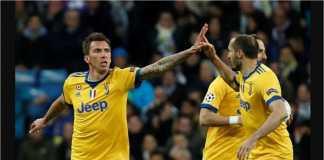 Mario Mandzukic merayakan golnya ke gawang Real Madrid pada laga leg kedua perempat final, Kamis, di Bernabeu.