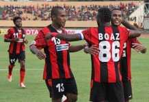 Persipura Jayapura kembali ke posisi puncak klasemen Liga 1 Indonesia setelah kalahkan Mitra Kukar, 2-1, Sabtu (21/4) sore ini.