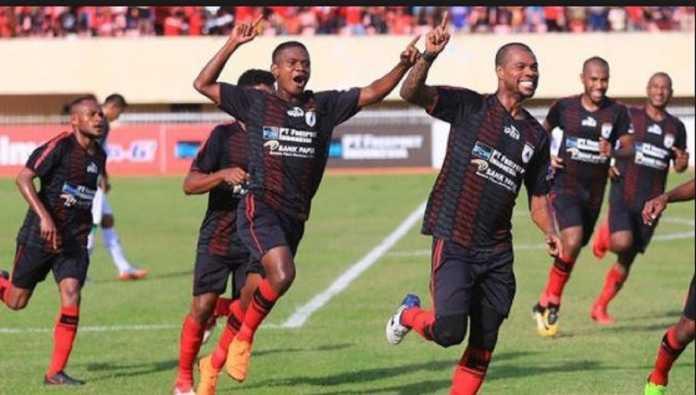 Persipura Jayapura jalani rehat dua hari setelah bermain di kandang Sriwijaya FC akhir pekan lalu, dan pertahankan posisinya di peringkat teratas lewat hasil imbang 2-2.