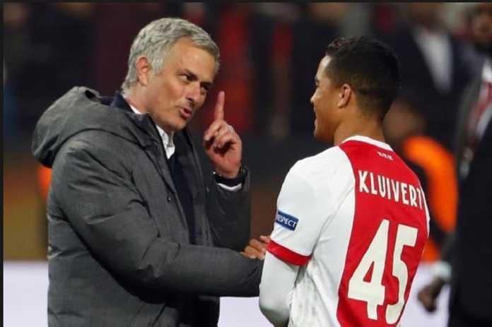 AS Roma secara mengejutkan dikabarkan berpeluang besar datangkan Justn Kluivert dari Ajax Amsterdam, dan kalahkan tim-tim besar lain yang juga mengincar pemain remaja tersebut.