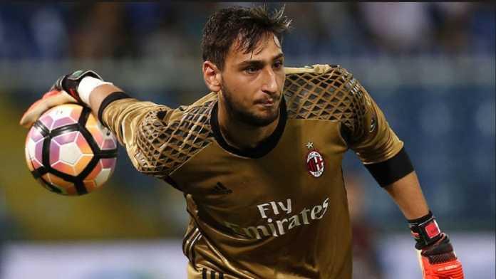 Fans AC Milan tolak jersey Gianluigi Donnarumma usai laga kontra Atalanta akhir pekan kemarin.