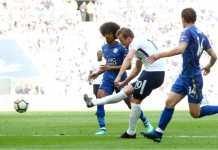 Harry Kane menembak dari tepi kotak penalti untuk menjadi gol kelima Tottenham dalam drama 9 gol melawan Leicester City, Minggu malam.