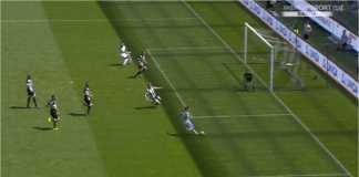 Adegan ketika Mauro Icardi menyerang untuk mencetak gol ketiga Inter Milan di kandang Udinese pada laga Liga Italia, Minggu.
