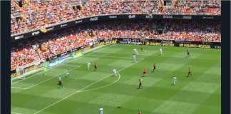 Valencia mengungguli Deportivo La Coruna 2-1 pada laga Liga Spanyol pekan terakhir, Minggu malam.