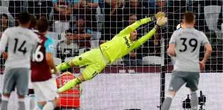 Kiper West Ham United, Adrian, tampil hebat malam ini, berhasil mencegah gawangnya kebobolan saat menjamu Manchester United, Jumat dinihari.