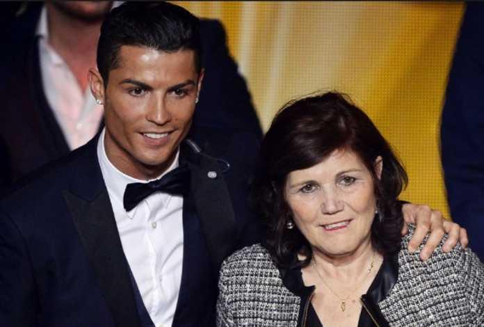 Ibunda Cristiano Ronaldo lebih suka anaknya pilih Manchester United ketimbang PSG.