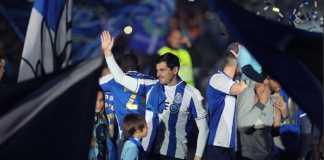 Eks kiper Real Madrid, Iker Casillas, teken kontrak baru di FC Porto, walau harus terima pemotongan gaji.