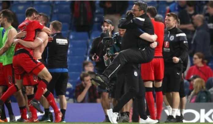 Huddersfield bertahan di Liga Premier musim depan, setelah hasil imbang 1-1 di kandang Chelsea, Kamis (10/5) dinihari tadi.