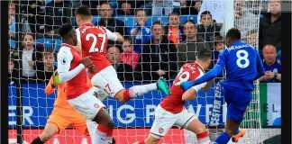 Kelechi Iheanacho menyambar satu umpan yang berujung gol bagi Leicester City ke gawang Arsenal, Kamis.