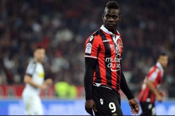 Agen Mino Raiola tawarkan penyerang NIce, Mario Balotelli, ke Borussia Dortmund.