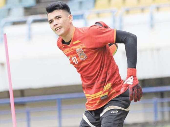 Kiper Borneo FC, Nadeo Argawinata, bertekad lanjutkan tren positif di kandang Bhayangkara FC malam nanti.