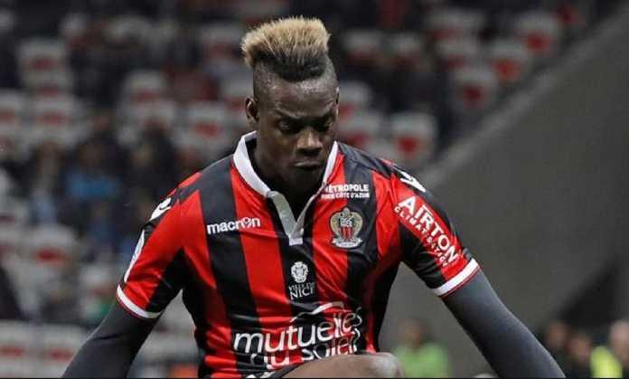 Napoli kabarnya tertarik datangkan penyerang Nice asal Italia, Mario Balotelli, musim panas mendatang.