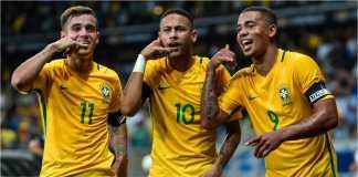Tiga pemain Brasil: Neymar, Philippe Coutinho dan Gabriel Jesus merayakan sagu gol Brasil
