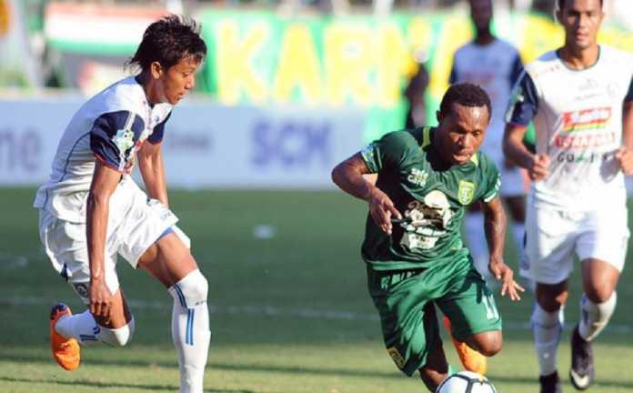 Walau laga kontra Persib Bandung harus ditunda, Persebaya Surabaya tetap berlatih dan mengasah skuadnya hadapi laga berikutnya.
