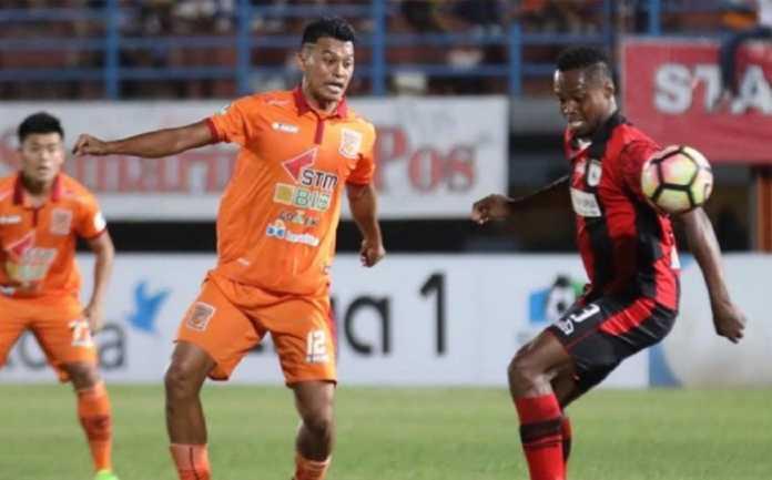 Walau menang 2-0 atas Borneo FC, pelatih Persipura Jayapura Peter Butler akui timnya kesulitan hadapi lawan yang terapkan parkir bus di lini belakang mereka.