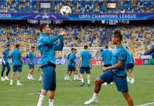 Para pemain Real Madrid berlatih di lapangan Stadion Olimpiade, Kyiv, Ukarina, sehari jelang final Liga Champions