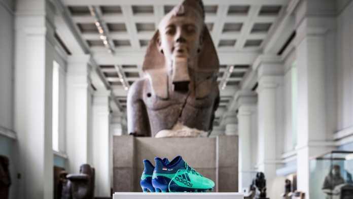 Sepatu Mohamed Salah di Museum Inggris