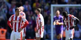 Stoke City resmi terdegradasi ke Championship, setelah dipermalukan Crystal Palace, 0-1, di kandang sendiri, Sabtu (5/5) malam ini.