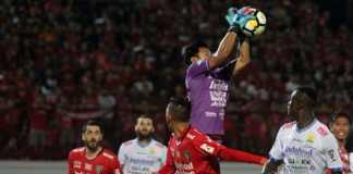 Kiper Bali United, Wawan Hendrawan, tegaskan timnya akan bekerja lebih keras lagi menyusul hasil imbang tanpa gol kontra Persib Bandung, Minggu (27/5) malam.