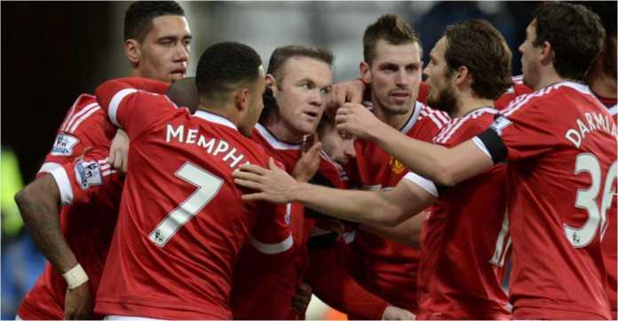 Wayne Rooney merayakan golnya bersama para pemain Manchester United dalam foto tahun 2016 ini.