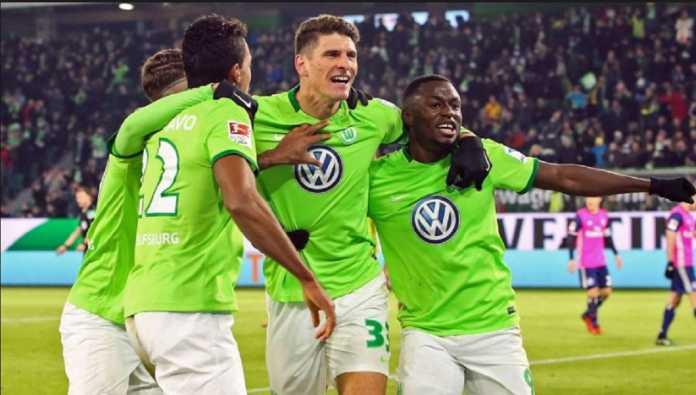 Wolfsburg pertahankan posisinya di Bundesliga setelah menang agregat 4-1 atas klub Bundesliga 2, Kiel Holstein, Selasa (22/5) dinihari tadi.