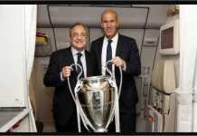 Presiden Real Madrid Florentino Perez dan pelatih klub Zinedine Zidane berpose bersama di pintu pesawat.