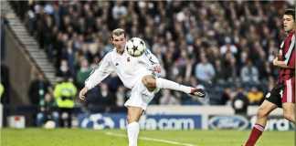 Zinedine Zidane melepaskan tendangan voli kaki kiri, yang menghasilkan salah satu gol terindah pada final Liga Champions 2002 melawan Bayer Leverkusen.