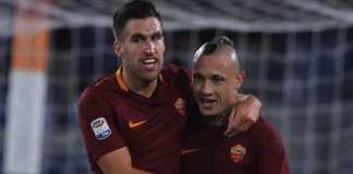 AS Roma harus melepas Kevin Strootman atau Radja Nainggolan demi berikan tempat pada para pemain baru musim depan.