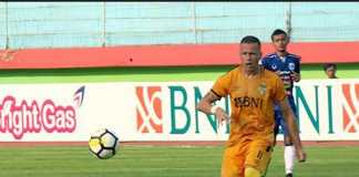 Bhayangkara FC terus berburu penyerang baru setelah mereka mendepak pemain asal Serbia, Nikola Komazec, yang melempem selama putaran pertama.