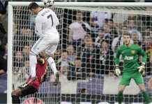 Cristiano Ronaldo dalam seragam Real Madrid menyerang gawang Manchester United yang dijaga David De Gea pada sebuah pertemuan beberapa tahun silam.