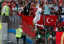 Cristiano Ronaldo merayakan golnya di babak pertama laga Piala Dunia 2018 antara Portugal vs Maroko, Rabu malam.