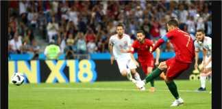 Cristiano Ronaldo dengan akurat mengincar sisi kiri gawang David De Gea, sementara kiper Spanyol itu secara naluriah membanting tubuhnya ke kanan.