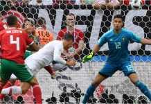 Cristiano Ronaldo menanduk bola untuk menjadi gol pertama Portugal melawan Maroko pada laga Piala Dunia 2018, Rabu malam.