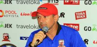 Madura United kembali diasuh pelatih lama mereka, Gomes de Oliviera, setelah Milomir Seslija menyatakan mundur dari tim Sape Kerab.
