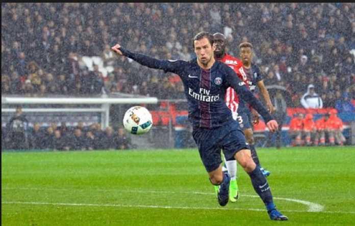 Sevilla ingin memboyong pulang gelandang buangan PSG, Grzegorz Krychowiak, musim panas ini.