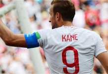 Striker Inggris Harry Kane merayakan salah satu gol dari tiga golnya ke gawang Panama, Minggu malam.