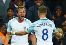Harry Kane dan Jordan Henderson merayakan satu gol Inggris.