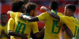 Pemain Brasil merayakan gol kedua oleh Neymar pada laga melawan tuan rumah Austria, Minggu malam.