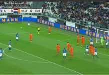 Adegan laga persahabatan Italia vs Belanda, Selasa dinihari, di Juventus Stadium.