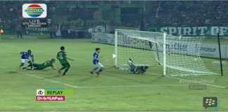 Hasil PSMS Medan vs Persib Bandung - Gol ketiga Persib Bandung pada laga di kandang PSMS Medan terjadi pada menit 80 oleh, siapa lagi, Ezechiel Ndouasel.