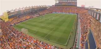 Suasana pertandingan Spanyol vs Swiss yang dilangsungkan Senin dinihari di Estadio de la Ceramica, atau yang dikenal dengan nama El Madrigal, kandang Villarreal.