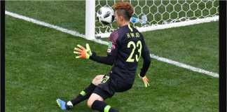 Kiper Korea Selatan Hyun-Woo Cho gagal menahan tendangan penalti menit 65 oleh Andreas Granqvist pada laga Swedia vs Korea Selatan, Senin malam