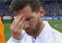 Pusing pala ane! Lionel Messi tertangkap kamera memijat dahinya sebelum kick-off laga Argentina vs Kroasia, Jumat dinihari, saat mana mereka kalah 0-3.