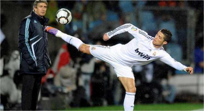 Manuel Pellegrini sewaktu masih mengasuh Real Madrid musim 2009/2010, bersama Cristiano Ronaldo.
