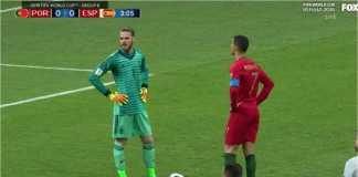 David de Gea berusaha mengintimidasi Cristiano Ronaldo sebelum eksekusi penalti menit 4 laga Portugal vs Spanyol di Piala Dunia 2018, Sabtu dinihari WIB.