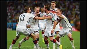 Para pemain Jerman merayakan gol Mario Goetze melawan Argentina pada final Piala Dunia 2014 di Brasil