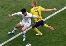 Son Heung-min dan Sebastian Larsson berebut bola pada laga Swedia vs Korea Selatan di Piala Dunia 2018, Senin malam.