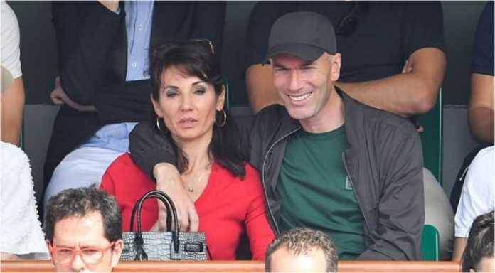 ZInedine Zidane terlihat rileks saat menonton final French Open bersama istrinya, Veronique, dan dua anaknya Luca dan Enzo.